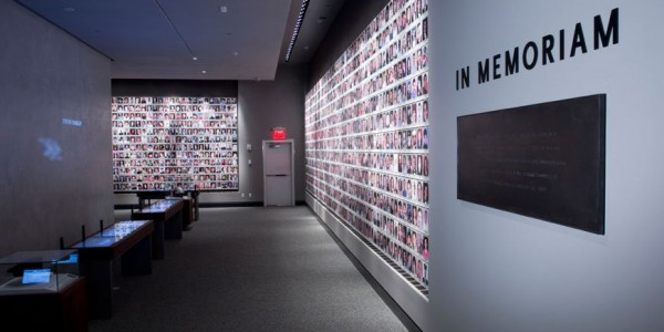 870x580xSeptember-Eleven-Memorial-NY-exhibition-01.jpg.pagespeed.ic.a_AdOswuU3